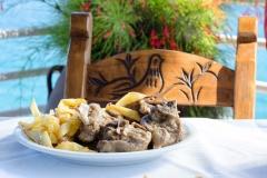Χοιρινό με πατάτες / Pork with fried potatoes